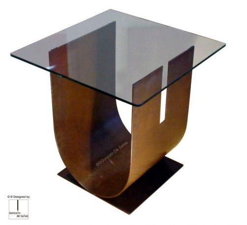 Mesilla artística U de Gonzalo de Salas en acero corten. Medidas 60x60x60 cm.