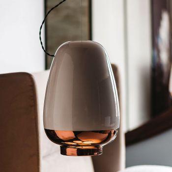 Asia, una lámpara fabricada con cerámica y pintada a mano