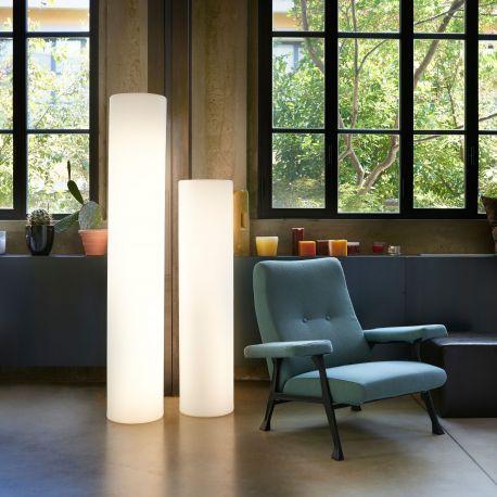 Lámpara cilindro exterior Fluo Slide Design expuesta en interior