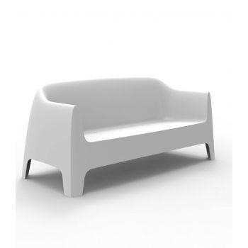 Disfruta de la elegancia funcional con el sofá Solid diseñado por Stefano Giovannoni