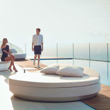 ¿Quieres tumbarte cómodamente al sol? Chillout Daybed Vela con cabezal reclinable y un cómodo acolchado