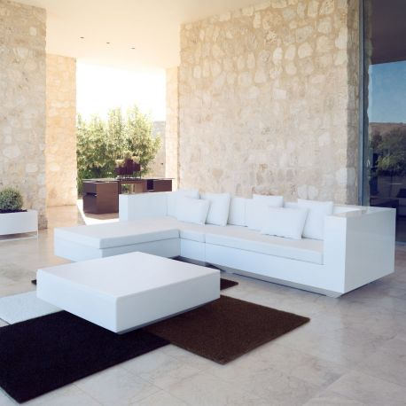 Sofá, chaiselongue y mesa Vela de Vondom en color blanco